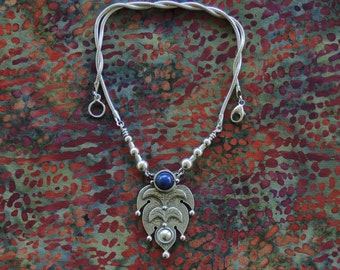 Alhambra Necklace with Lapis Lazuli bead