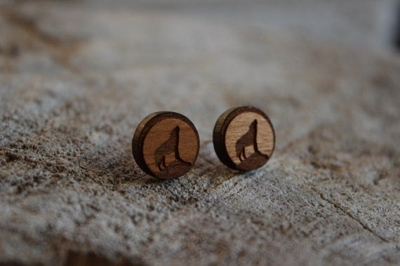 mignonnes puces en bois loup cute studs earrings wood wolf. Black Bedroom Furniture Sets. Home Design Ideas