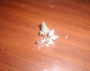 vintage pin brooch silvertone rhinestones rosebud flower lisner