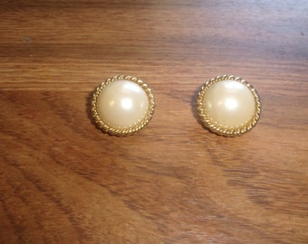 vintage clip on earrings faux pearls goldtone rope