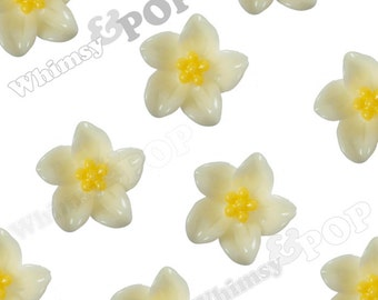 Ivory Lily Flowers, Flower Cabochons, Flower Cabs, Lily Cabochon, 13mm x 5mm (R2-098)