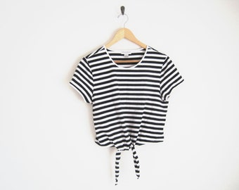 Vintage 90s Crop Top w/ Tie Front. Short Sleeve Black & White Striped Crop Top. 90s Tight Fit Shirt. Black Stripe Shirt. Belly Shirt.