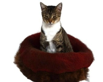 Cruelty Free, Cat Bed, Cat Basket, Wool Basket, Fleece Cat Bed, Cat Cradle, Cat Cave, Felt Fleece, Natural  Bedding, Cat Nest, Leather Free