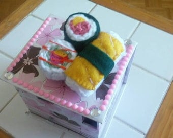Handcrafted egg and California roll sushi hair bow. Looks good enough to eat