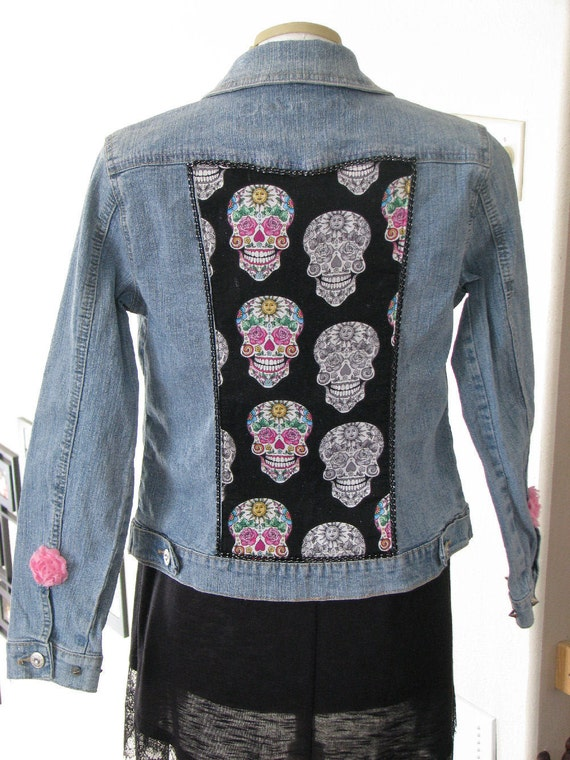 Arizona Fashion Juniors Jean Jacket Restyled Upstyled w/ SKULLS & ROSETTES Sz L