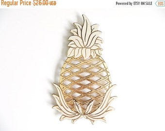 SALE Vintage Enamel Pineapple Trivet, Tropical Kitchen Decor, Hollywood Regency Wall Hanging, Wm A Rogers