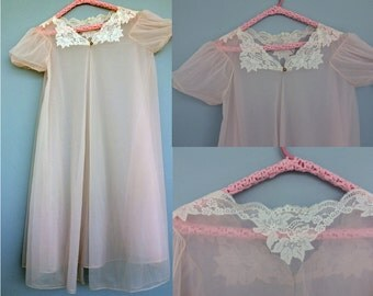 1960s Sheer Pink Peignoir / White Lace Flowing Peignoir Robe / Sheer Vintage Peignoir / 1960s Peignoir / Size M-L