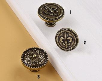 FLEUR DE LIS Antique Bronze Dresser Handle Door Knob Pull Knob Pulls  Handles / Kitchen Cabinet