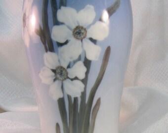 "c1950's Royal Copenhagen 8"" White Narcissus Vase"