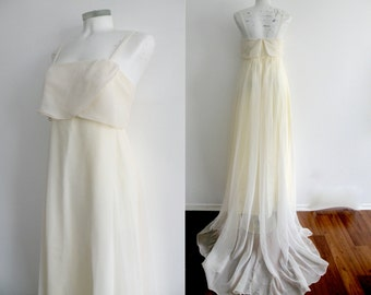 60s 70s Vintage Simple Etherial White Wedding Gown with Train -  S M
