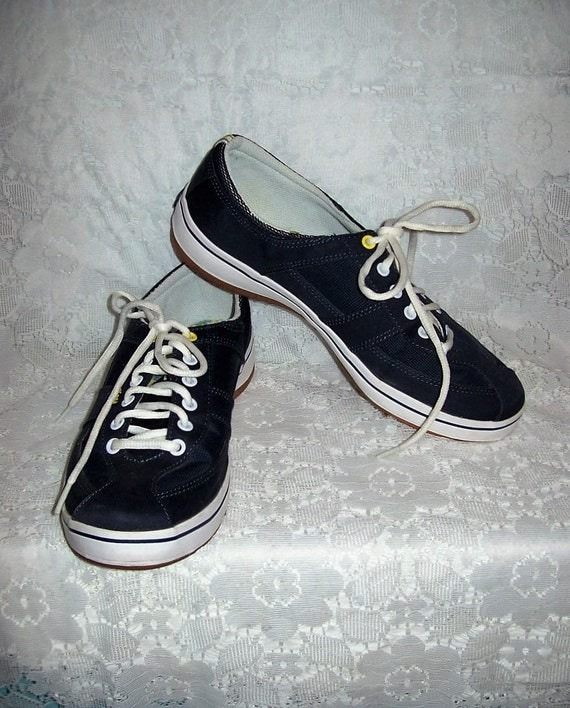 vintage navy blue canvas lace up tennis shoes sneakers