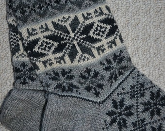 Wool Socks, Norwegian Scandinavian folk art, hand crafted 100% Wool, Fair Isle Snowflake, size XLarge