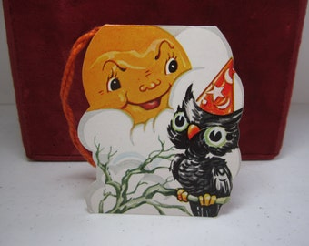 Vintage 1940's-50's unused A-meri-card die cut Halloween bridge tally card owl in wizards hat perched on branch full moon with mean face