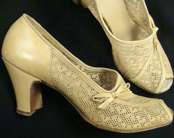 CARAMEL LACE peep toe HEELS 1930's 1940's pumps red cross shoes 7 N