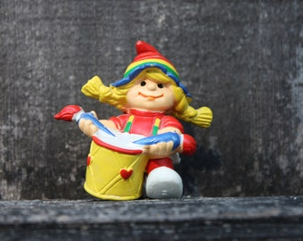 Rainbow Brite Painter Kid, 1980 W Berrie Figurine Plastic, Rainbow Colors, Paintbrushes And Drum