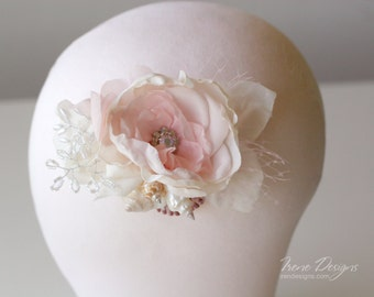 Pale pink flower and seashell hair clip. Seashells headpiece. Mermaids hair clip.Beach wedding hair accessories