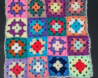 70's Funky TABLE MAT // Crochet Granny Squares // Colourful