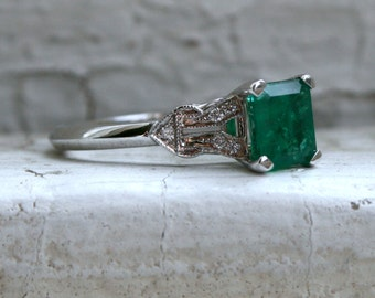 Vintage Inspired 18K White Gold Diamond and Emerald Engagement Ring Wedding Ring.