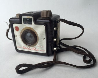 Kodak Brownie Holiday Flash Camera Brown Bakelite with Strap (No Flash)