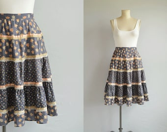 Vintage Gunne Sax Skirt / 1970s Tiered Ruffled Prairie Midi Skirt Floral Print with Ribbon and Lace Trim / Dusty Blue Patterned Skirt