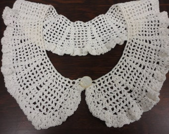 """Vintage Crocheted Collar with Pearlized Button - 3"""" x 24"""" Opening"""