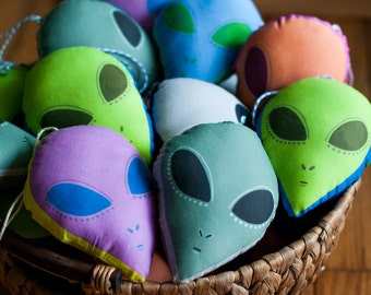Alien Head Ornament / Choose 6 Different Colors / Small Alien Plushie