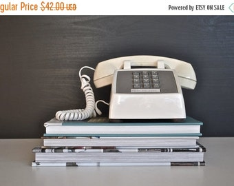 ON SALE White Vintage Telephone by AT&T