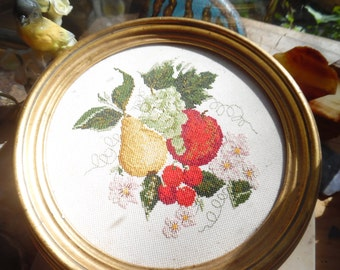beautiful vintage needle point piece.absolutely gorgeous! Excellent condition