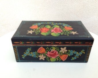 "Vintage small box wood black floral painted kitsch Honduras made Folkart 8""x5"""