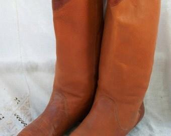 Vintage Leather Boots ~ 1970's/80's Gloria Vanderbilt ~ Contrast Brown Top with Back Heel Accent ~ Little Heel ~ Size 6 1/2 M / 7 M