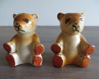 Vintage 40s teddy bear salt and pepper shakers, kitchen decor, pre WWII collectibles