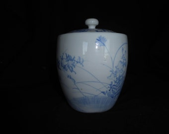 """Chinese Ginger Jar white perelain and blue design approx 6"""" tall with lid"""