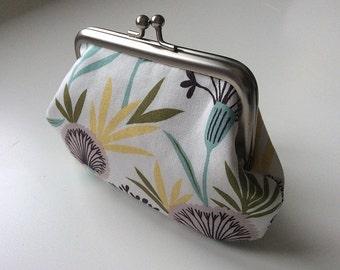 Vintage retro dandelion fabric metal frame purse