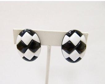 ON SALE Vintage Black and White Oval Plastic Earrings Item K # 1566