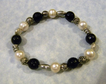 Onyx, Freshwater Pearl and Bali Silver Stretch Bracelet