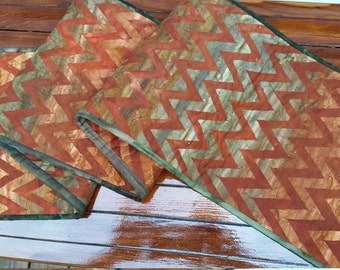 Zig zag rusty quilted table runner
