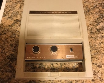 Vintage Philco Ford Portable Phonograph Radio  Model P670BE