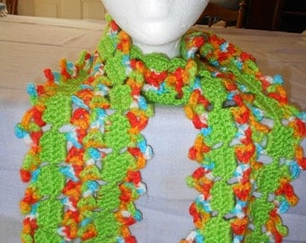 Green MEDIUM LACY SCARF to fit under your coat.