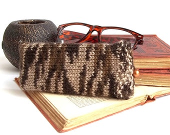SALE - 25% Off! Glasses Case, Reading Glasses Cozy, Eyeglasses or Sunglasses Holder. Knitted Glasses Case in Beige and Brown.