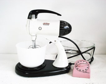 Vintage Sunbeam Mixmaster Model 11 Standing Kitchen Mixer