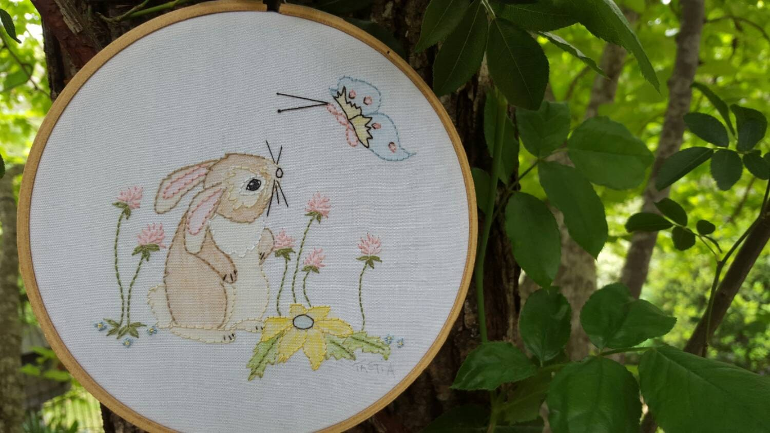 Embroidery hoop art pattern for hand nursery wall