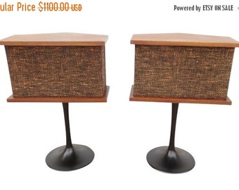 ON SALE Vintage Mid-Century Bose 901 walnut speakers on Saarinen tulip bases - A Pair
