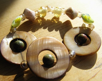 Champagne Mother of Pearl Disks, Unakite, Glass Stars, Yellow & Pink Beaded Stretchy Bracelet