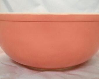Pyrex Pink Mixing/Serving Bowl  - 403 2.5 QT - Beautiful