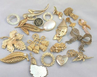Lot of 20 vintage gold brooches