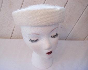 Off white pill box hat, net veil hat, ivory formal hat, Sunday church hat, Furneral hat, mid century, polypropylene hat