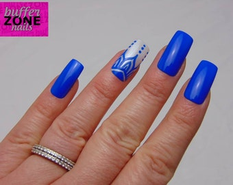 CUSTOMISED ACCENT NAIL, Hand Painted Press On False Nails, Blue with Pearl & Blue Henna Inspired Pattern Accent Nail