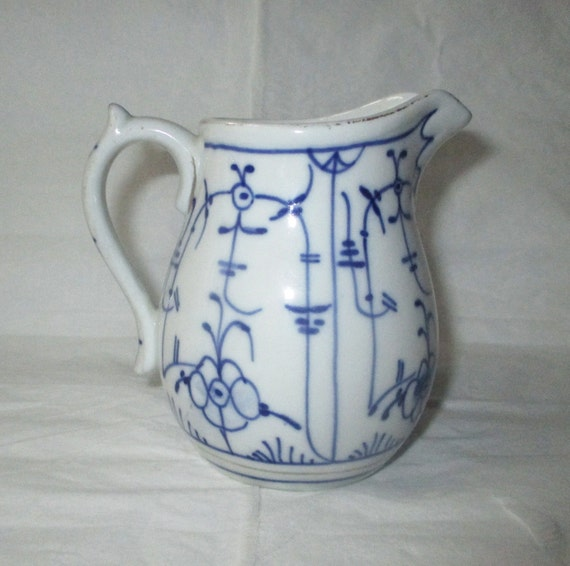 "3.75"" Royal Tettau STRAW FLOWER Small Blue & White Creamer Pitcher, c. 1885-1902"