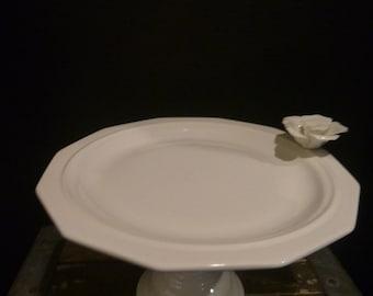 White pestal flower  cake stand