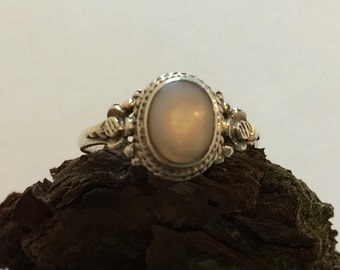 Mother of Pearl Sterling Silver Ring Size 7-3/4